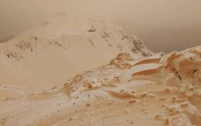 Eropa Timur Diselimuti Salju Berwarna Orange Hingga Nampak Seperti Mars