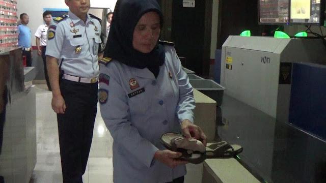 Ibu Ini Selundupkan Sabu ke Lapas Banceuy Lewat Sandal Anaknya, Begini Ketahuannya