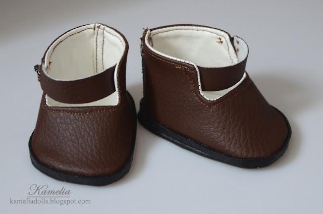 Ręcznie robione buty dla starek lalki.