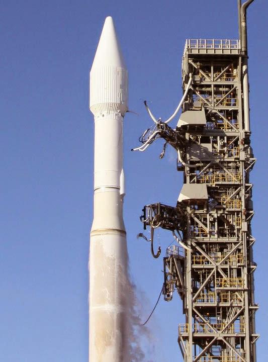 Saturn V space.filminspector.com
