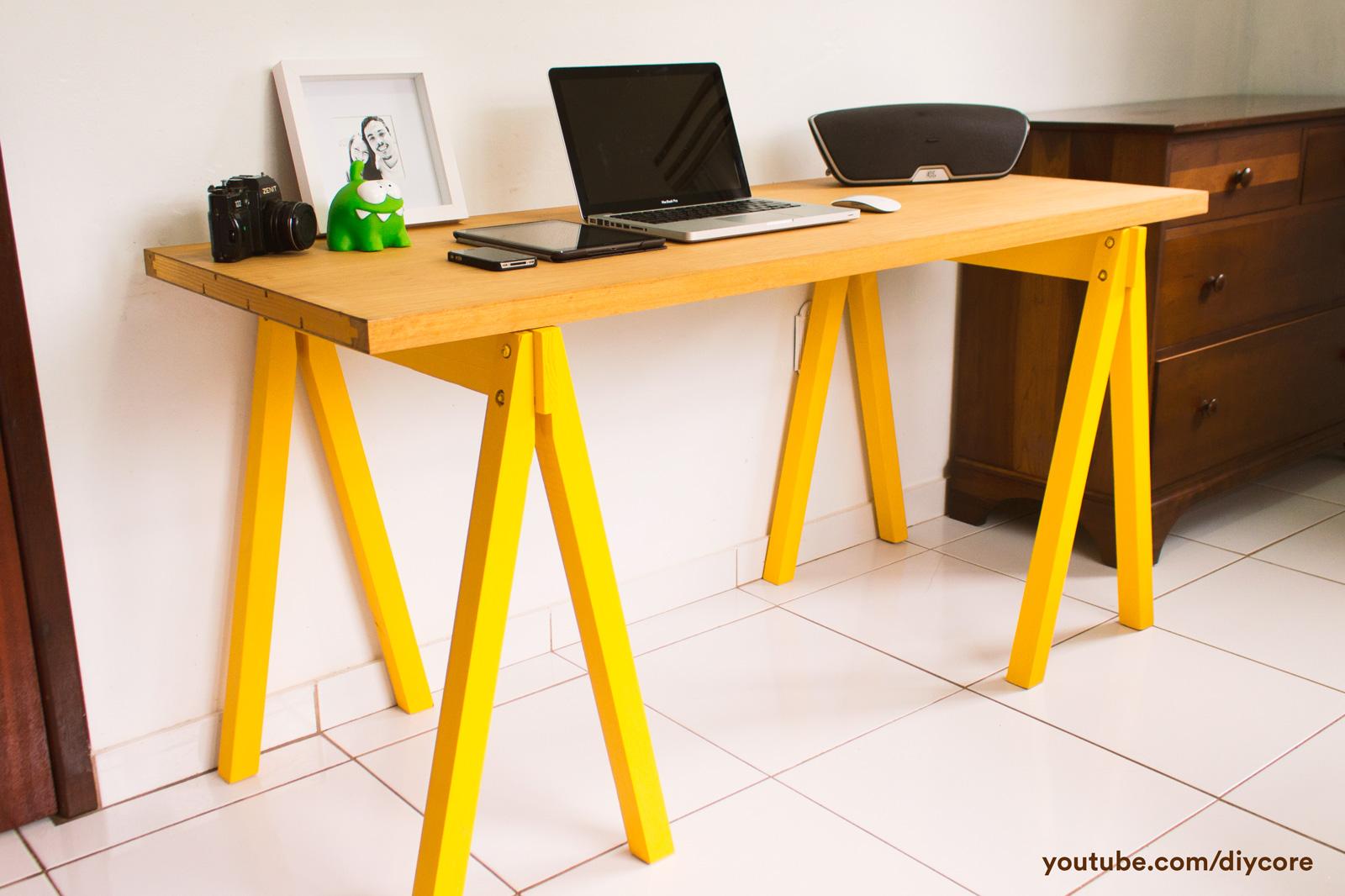 Como montar um Home Office (escrivaninha) #CA9F01 1600x1066