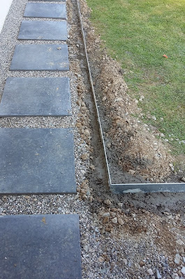 comment poser bordure métallique acier galvanisé pieu tranchée béton  allée bordurette jardin métal volige