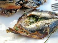 Σαρδέλα γεμιστή με μαϊντανό και σκόρδο - by https://syntages-faghtwn.blogspot.gr