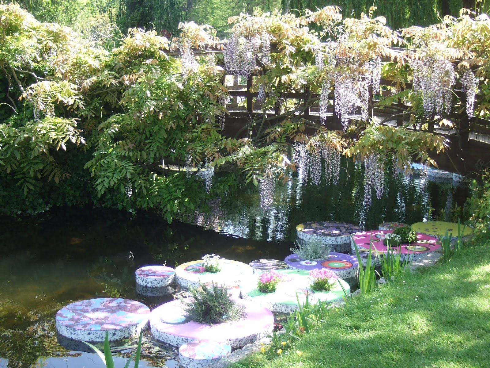 Travel in a garden floating garden regent 39 s park london for Landscape my garden