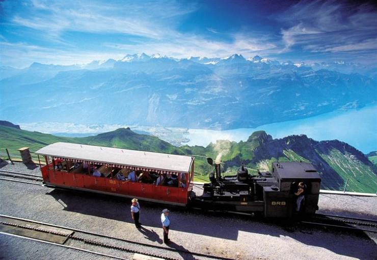Top 10 Fun Things to See and Do in Switzerland - Drive the Brienzer Rothorn Railway