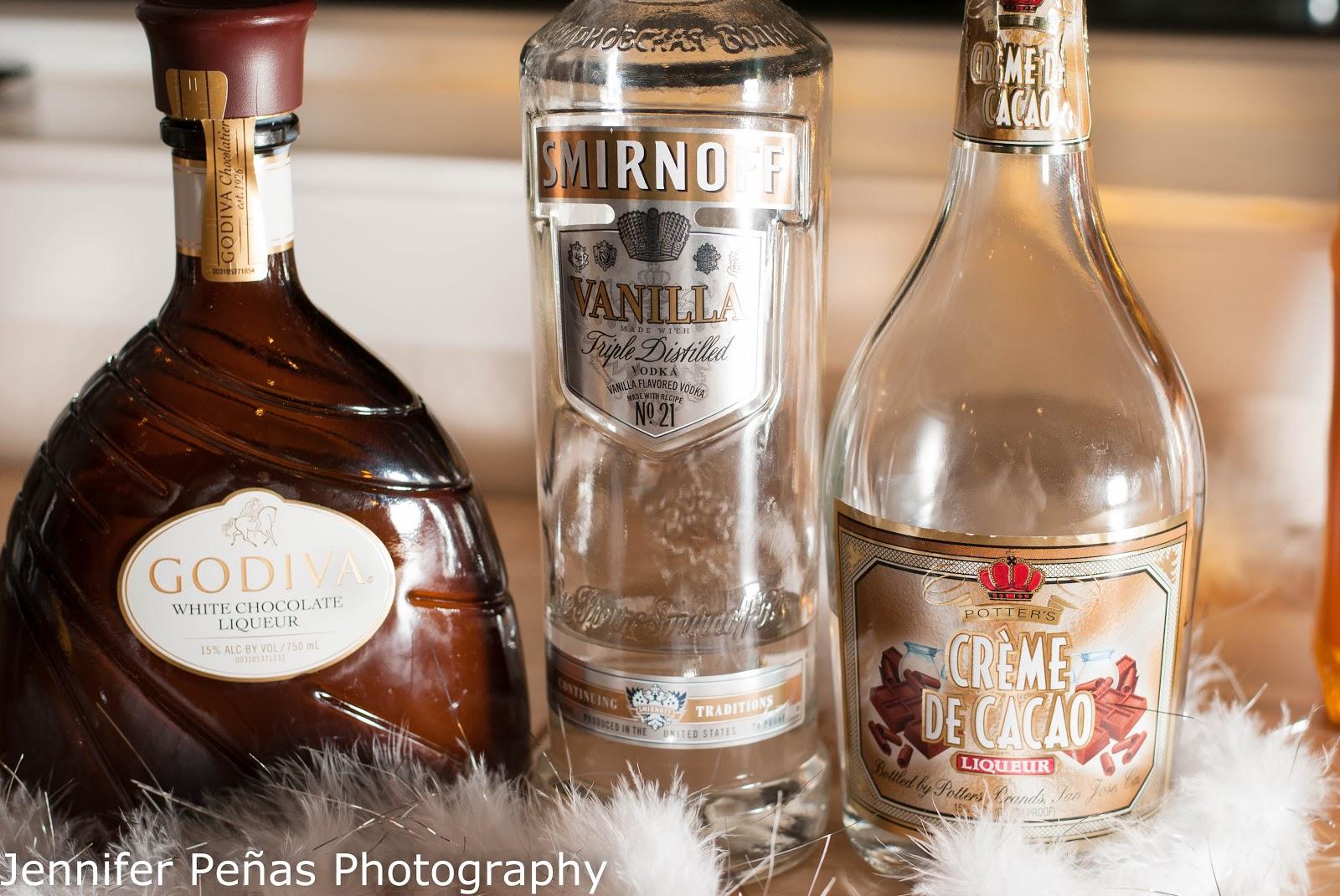 snow white chocolate martini christmas cocktail vanilla vodka white creme de cacao - White Christmas Martini Recipe