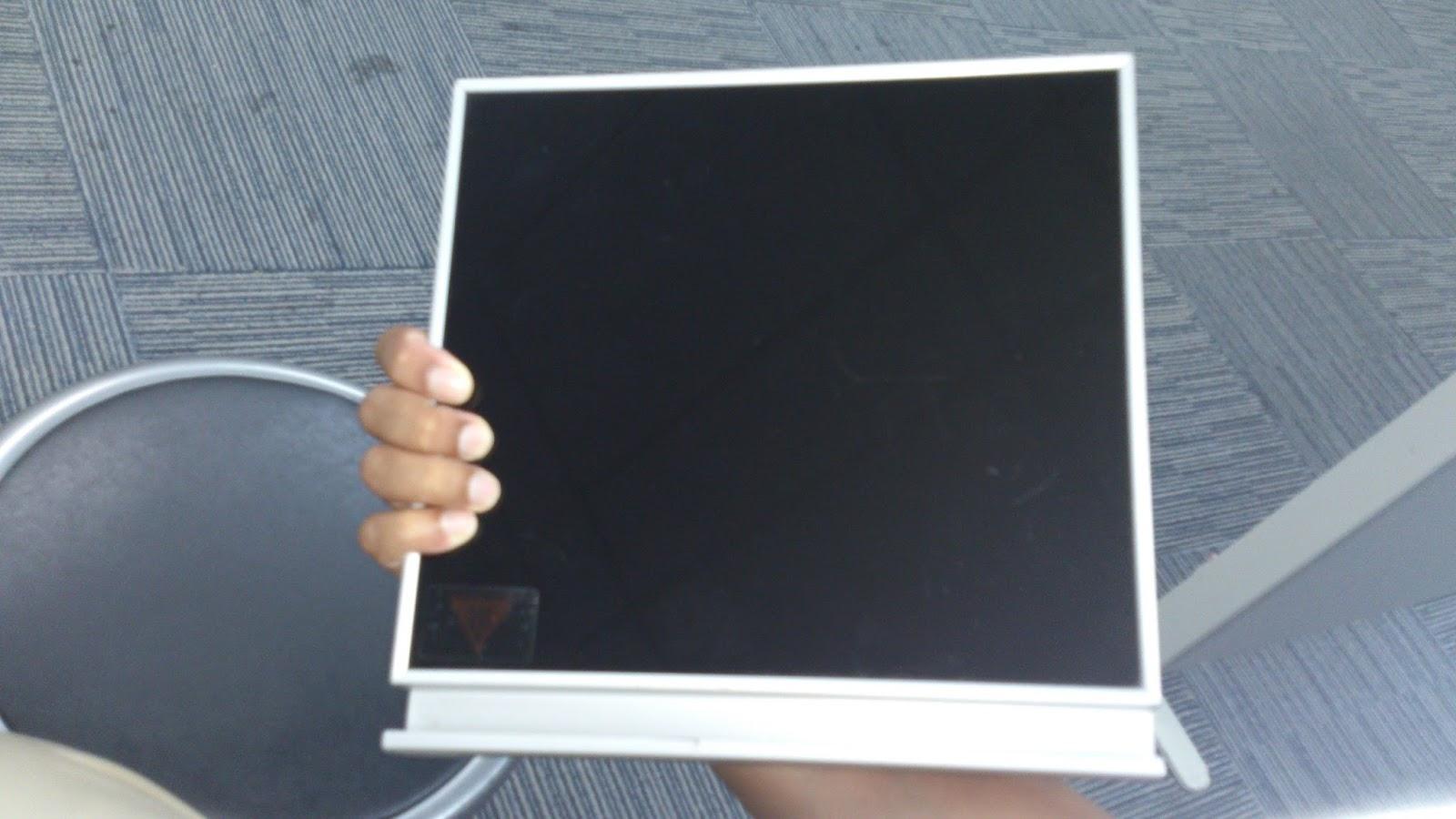 Pandangan Hadapan Sample 3g Yang Mana Bingkainya Aluminium Dan Pintunya Gl Kaca Dengan Built In Handle