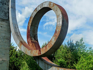 Жолква. Памятник Нестерову