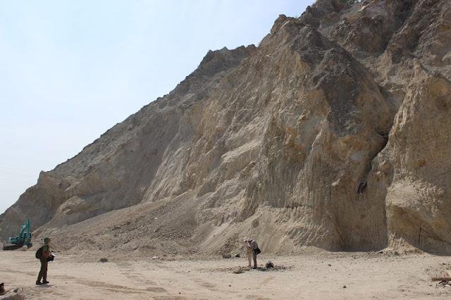 SIKLUS BATUAN - GEOLOGI - EFBUMI - Singkapan Batuan Beku Intrusi Granit Granodiorit - Gorontalo