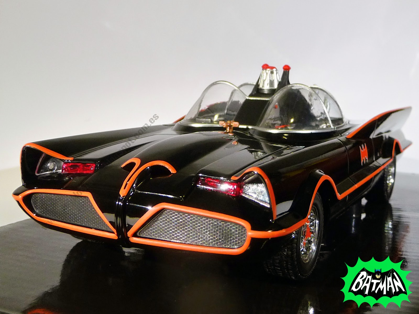 Hot Wheels Batman Batmobile 1966 TV Show 1:24 (2014)