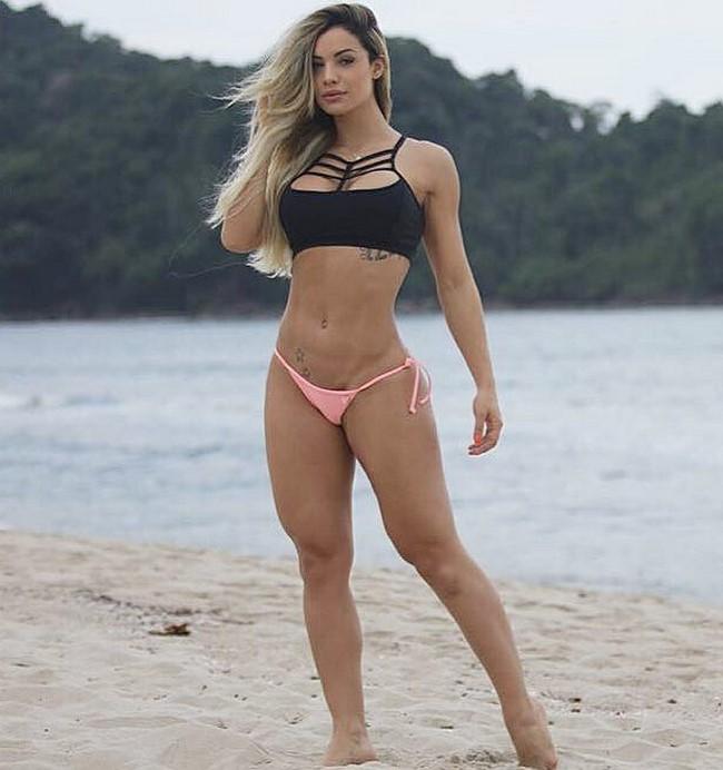 As melhores fotos sensuais da Panicat Aline Mineiro