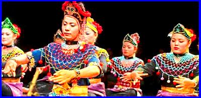 Makyong  Pertunjukan rakyat di daerah Riau, pelakunya memakai topeng dan kuku buatan yang panjang.