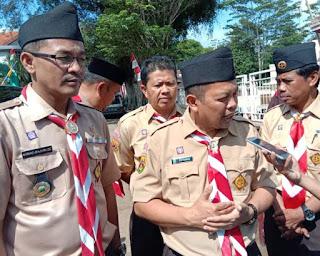 Ketua Kwarcab Garut, Ahmad Bajuri (kiri) & Kadisdik, http://www.librarypendidikan.com/