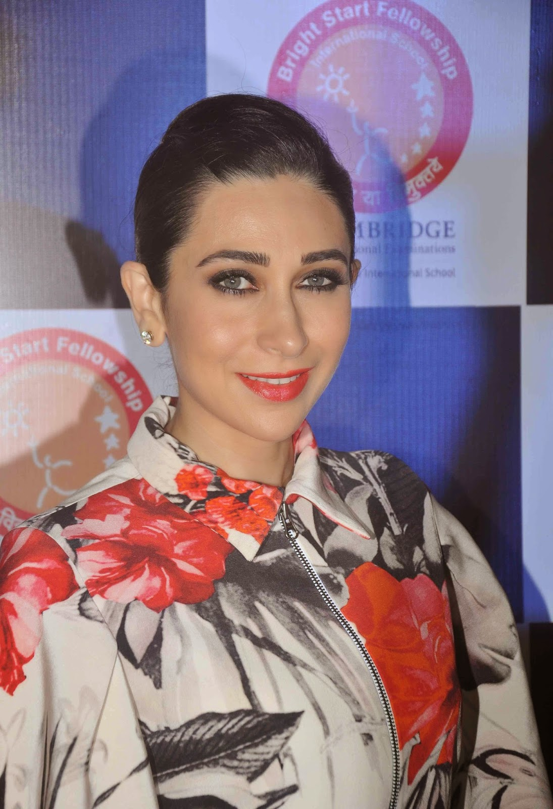High Quality Bollywood Celebrity Pictures Karisma Kapoor -6324