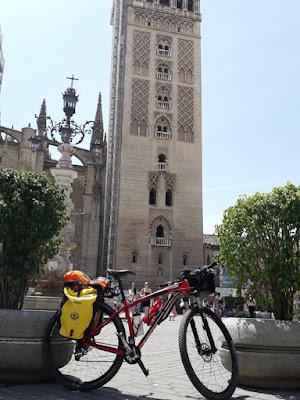 Giralda-Sevilla-Vía-de-la-Plata-BTT-enlacima
