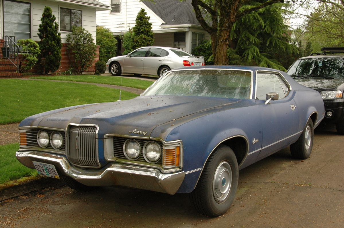 OLD PARKED CARS.: 1971 Mercury Cougar
