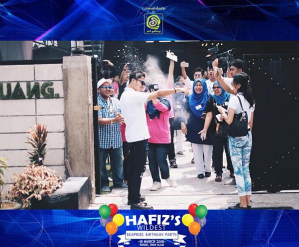 (Gambar) Bila Hafiz Suip Kena Mandi Tepung Di Majlis Hari Lahir... Fuhh Slumber Je Dia!!