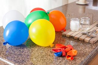 Percobaan Meniup Balon dengan Air