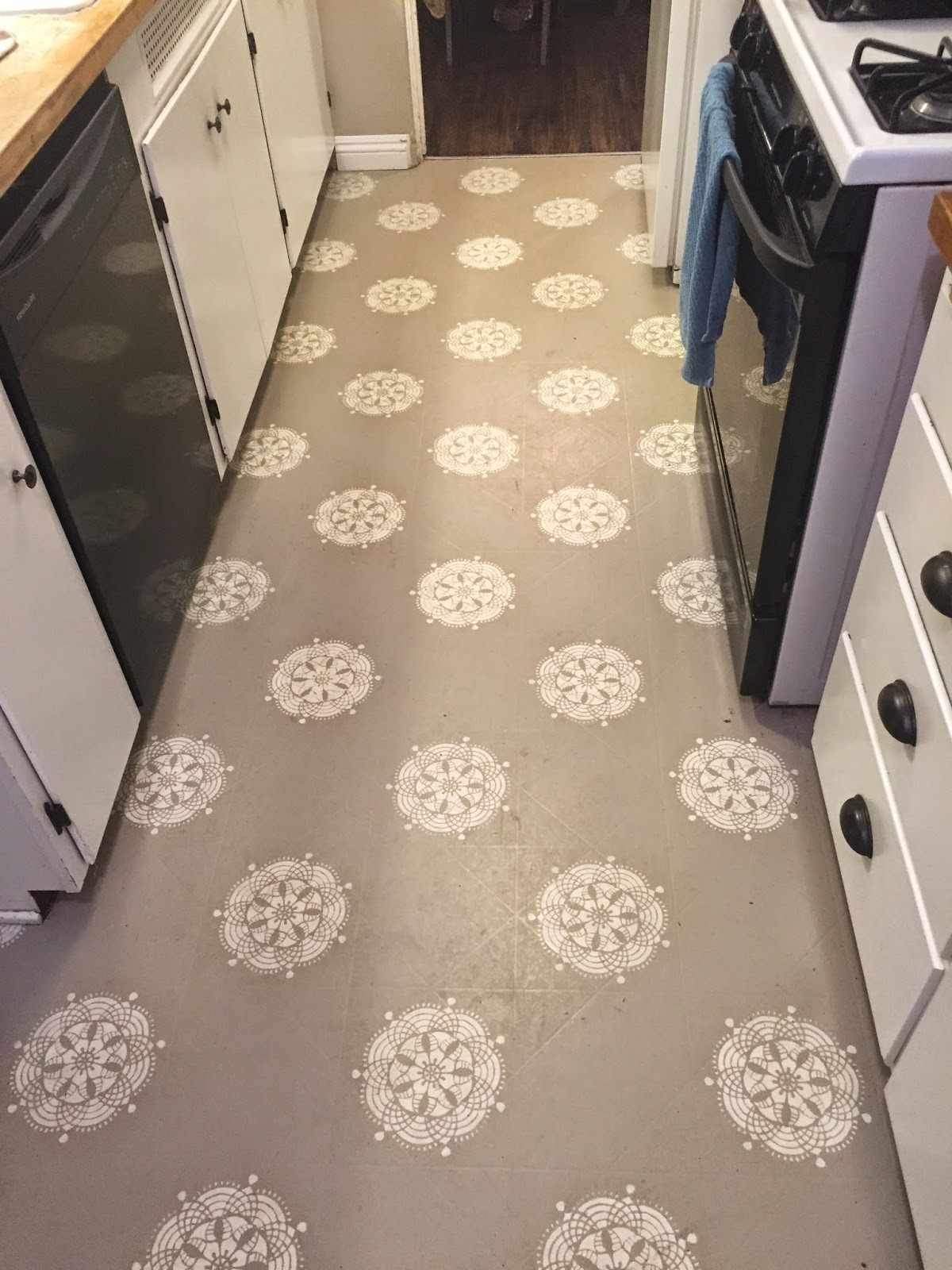work with what you got painted kitchen kitchen floor lino Work with what you GOT Painted Kitchen Floors