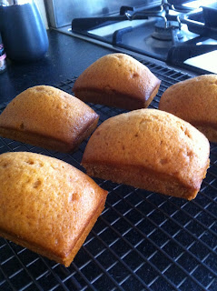Vegan cakes cooling