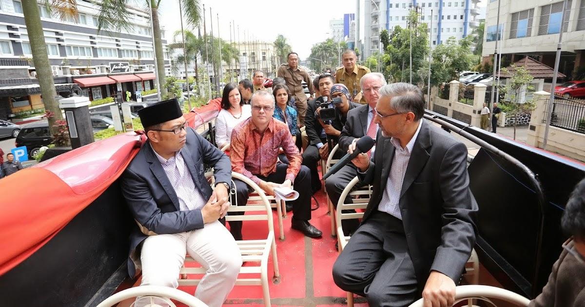 Emil dan Moazzam Malik Berkeliling Bandung