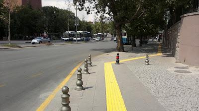 Ankara'da kaldırımlar görme engellilere uygun hale getiriliyor