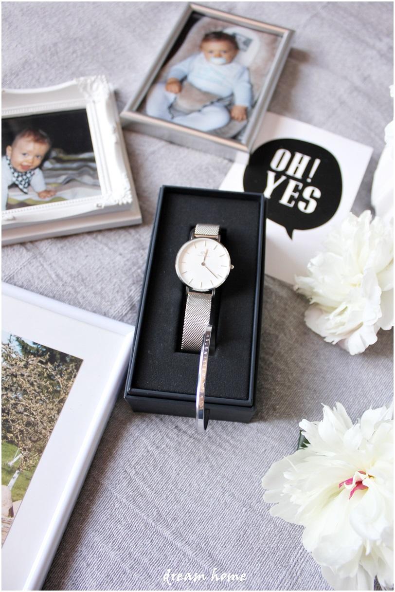 Galeria zdjęć z zegarkiem w tle