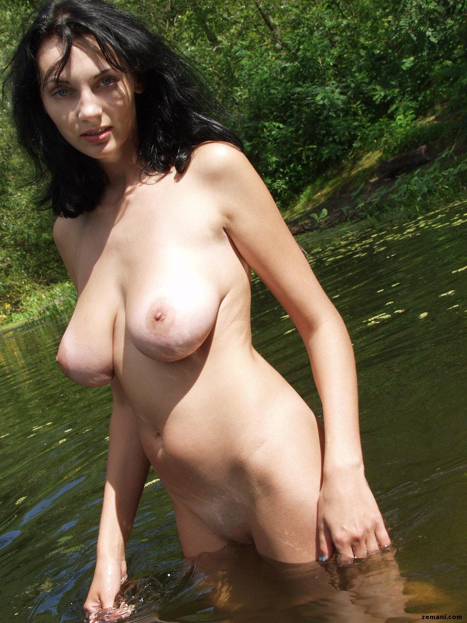 Фото голые молодые мамочки