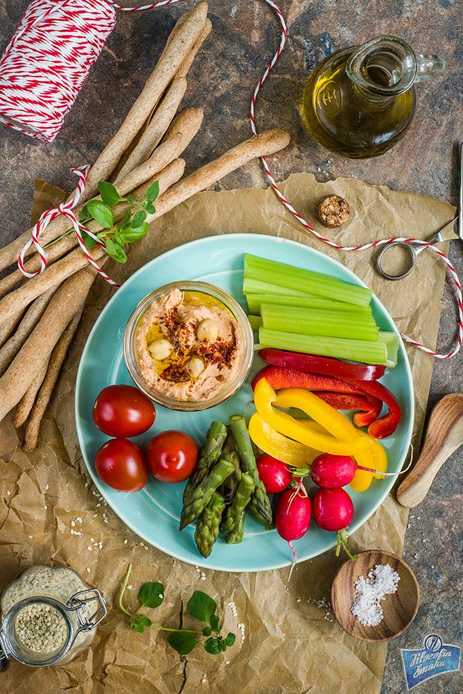Hummus z pomidorami przepis