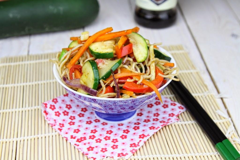 Noodle z warzywami w 5-ciu smakach