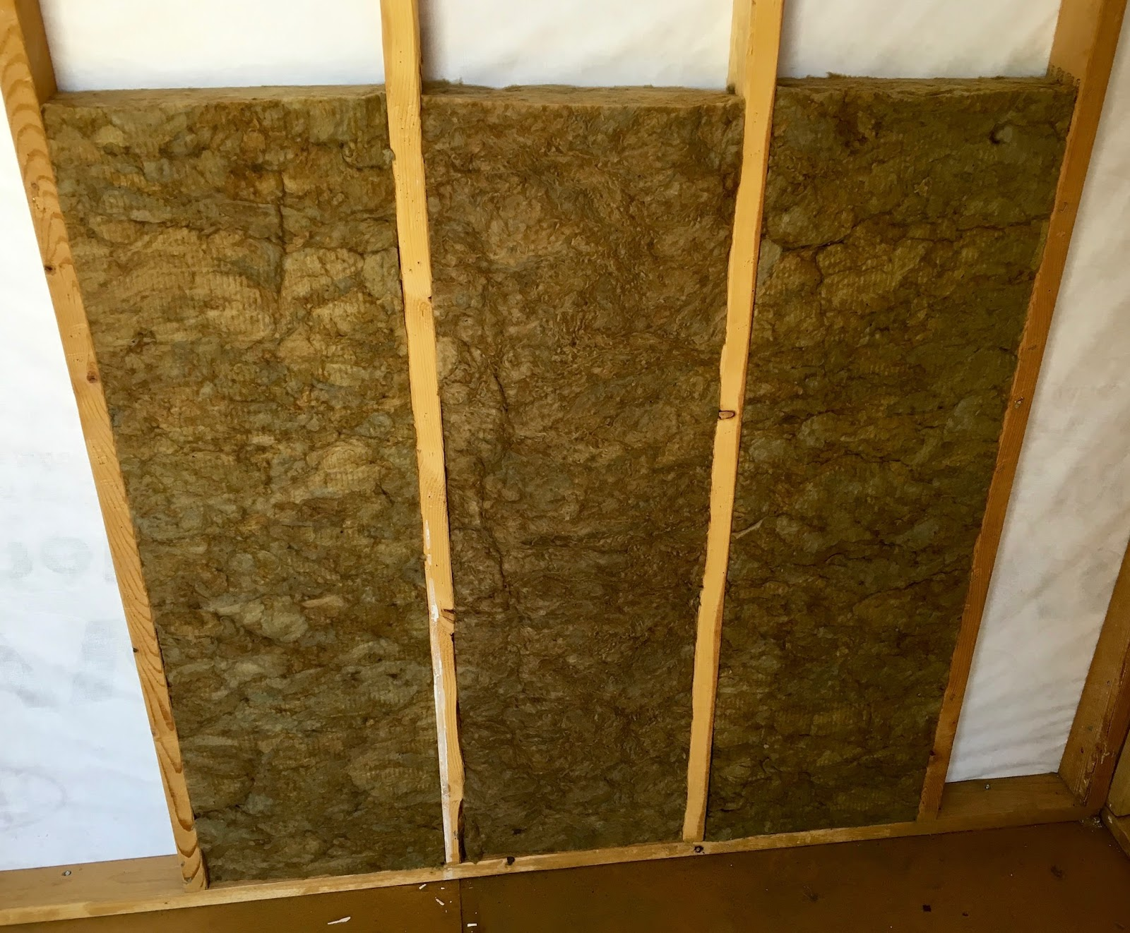 Syonyk 39 s project blog solar shed part 4 wall insulation 3 mineral wool insulation