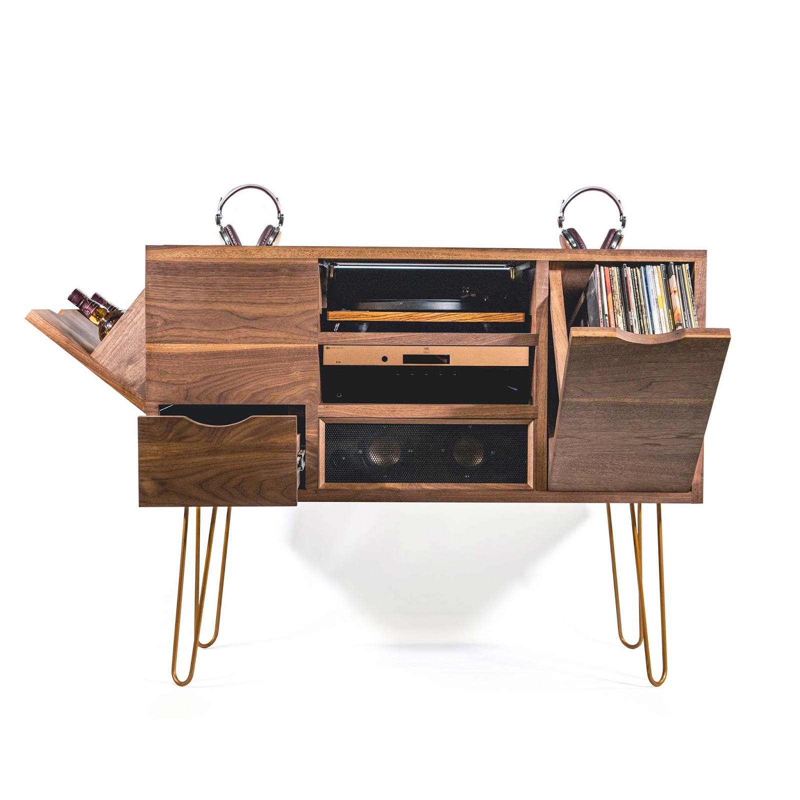 THE ULTIMATE GENTLEMAN's LISTENING STATION VON LSTN x CHIVAS