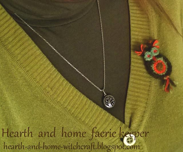 дом, зима, декор, handmade, бижутерия, броши, вязание крючком, рукоделие, украшения, природа, сказка, подарок, совушка, яичко, яйцо, гнездо, сюрприз, яркие вещи, миниатюры, уют, детские сказки, новый год, праздник, лес, избушка, хозяйка, хранительница домашнего очага, хранительница магии домашнего очага, хранительница леса, хозяйка леса, духи леса, лесные сказки, чудо, чудеса