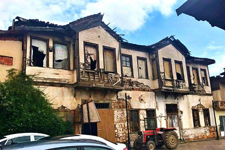 Antalya'daki perili ev yıllarca macera peşinde koşan insanların ilgi odağı olmuştur.