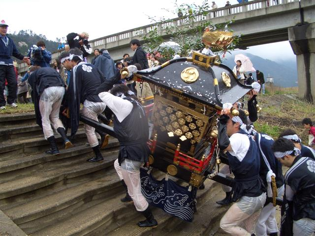 Ohashirisan (mikoshi-portable shrine- run) at Yabu Shrine, Yabu City, Hyogo Pref.