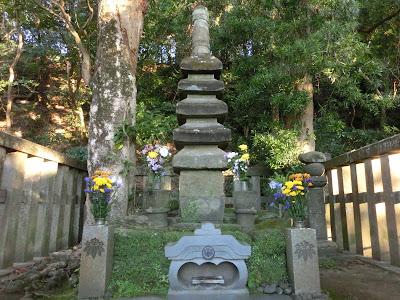 1159年(平治元年)の平治の乱後、伊豆国の蛭ヶ小島に流されていた源頼朝は、1180年(治承4年)、源氏再興の挙兵を果たした。