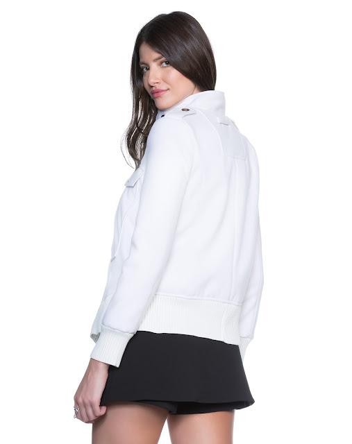 Jaqueta alfaiataria lanosa feita em tecido encorpado, de toque lãnoso e quente, perfeito para enfrentar as baixas temperaturas
