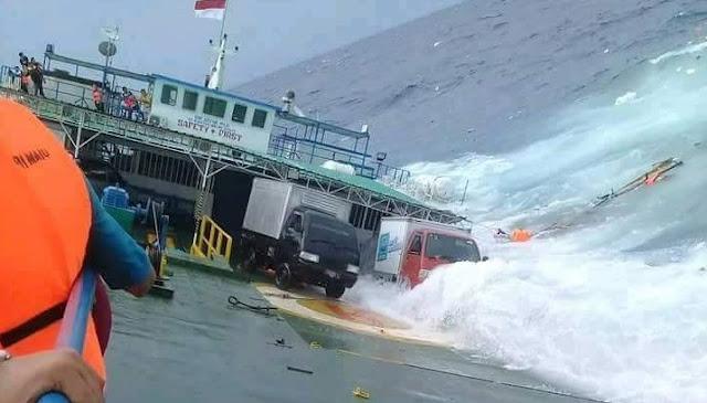 Breaking News: Lambung Bocor, KM Lestari Karam di Laut Selayar