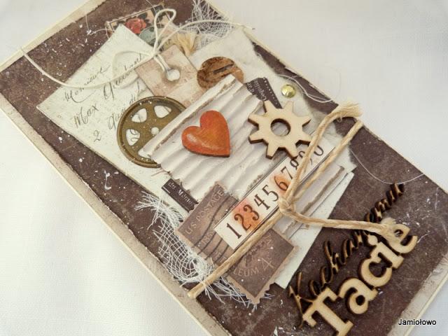 męskie ozdoby na kartce -tryby, znaczki, sznurek, drewno