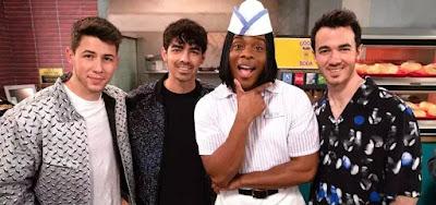 A banda Jonas Brothers vai se juntar a Kel Mitchell na estreia da nova versão do Tudo em Cima