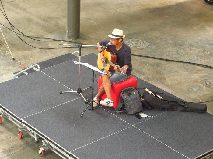 Гитарист таец