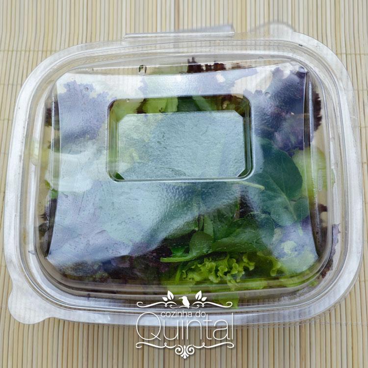 Pote com tampa articulada e lugar para sachê: uma idéia diferente para a sua salada!