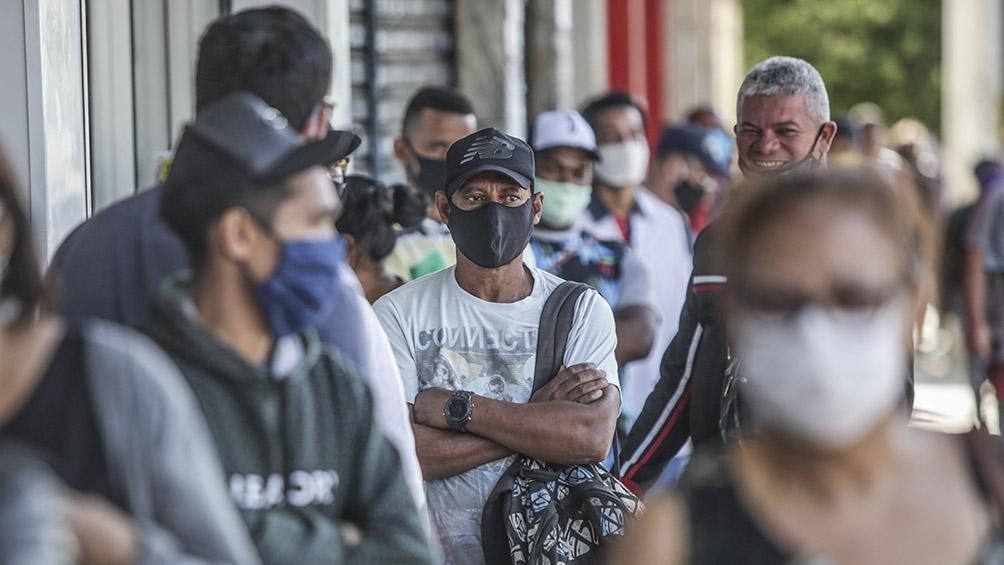 Más de la mitad de la población adulta de Brasil estaría en riesgo frente al coronavirus