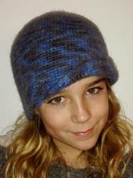 http://www.artedetei.com/2014/01/gorro-cloche-crochet-y-fieltrado.html