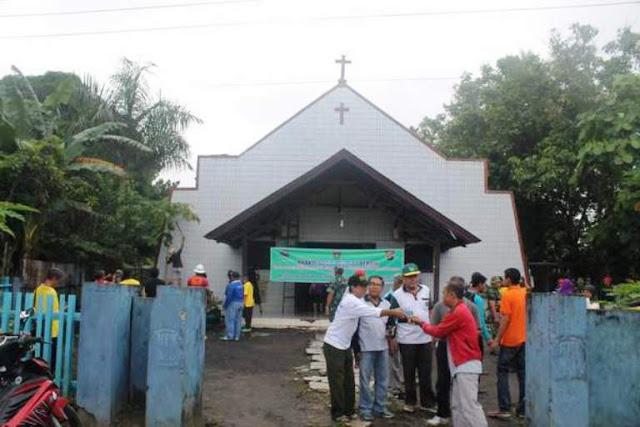 Umat Nasrani Terharu, Umat Islam Bantu Bersihkan Gereja Oikumene: Toleransi yang Begitu Indah : Detikberita.co Terupdate Hari Ini