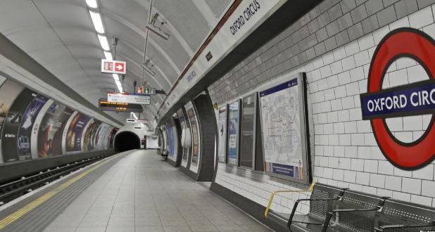 Himbauan Agar Tidak Menggunakan Headset pada Malam Hari Bagi Wanita di London