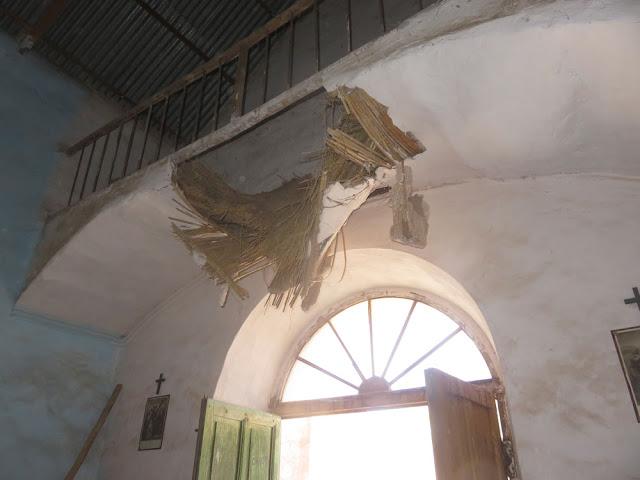 Gottesdienst in der Kapelle von Chuqui die aus Steingebaute Kapelle ist nicht in gutem Zustand