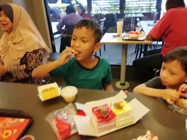 Celebrate birthday Rayyan di McD Pekan Klebang Melaka