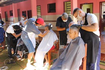 Grupo promove ação social para atender idosos em Guajará-Mirim