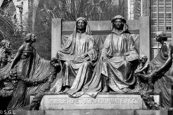 Estatua de los hermanos Van Eyck